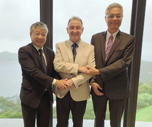 CLP Power Academy Vice Chancellor Mr. Paul Poon (left), Principal & Vice-Chancellor of the University of Strathclyde Prof. Sir Jim McDonald (middle), and HKUST's President Prof. Wei Shyy (right)